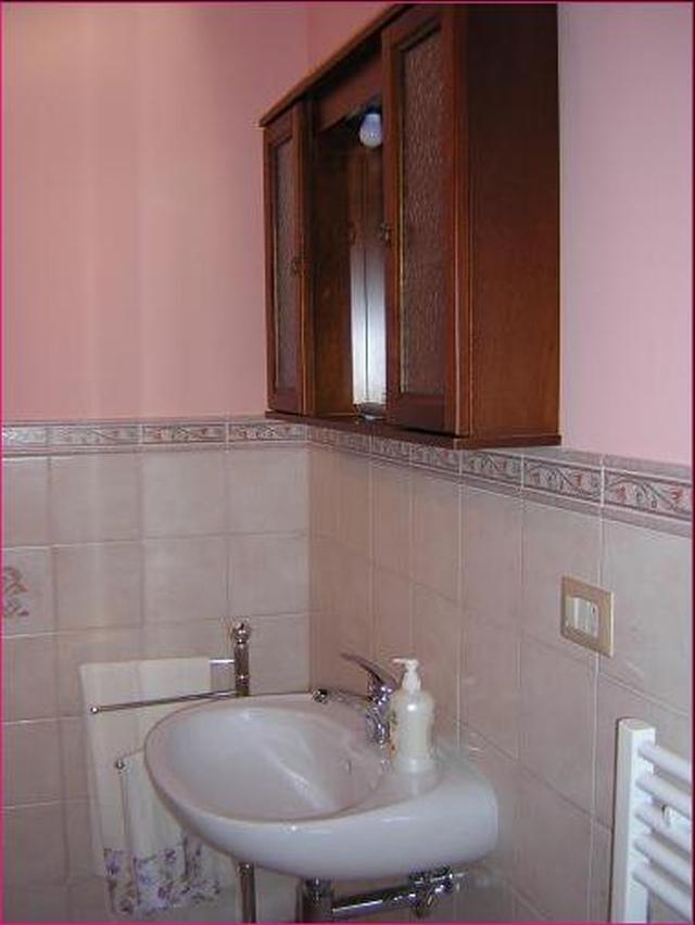 Appartamento affitto orvieto casa aurora orvieto for Bagno con piani sauna